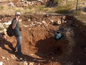 Dennis Braekmans investigates the subsoil at Tepe Düzen.
