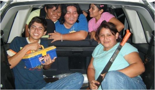De izquierda a derecha: José, Mahelet, Lupe, Brenda, y Julie